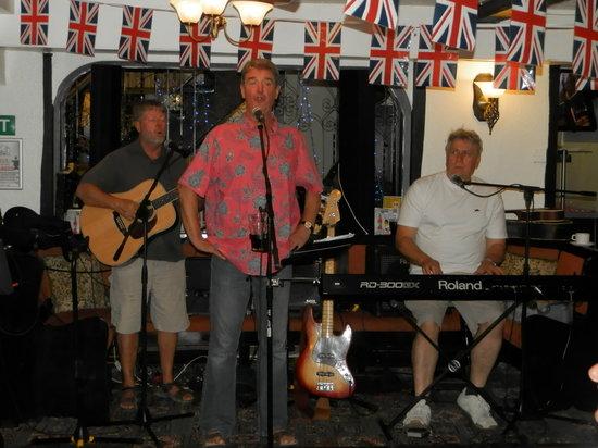 Wayside Cheer Hotel: Haughton Weavers in The Tudor Bar