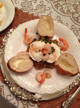 Antebellum Guest House: Poached eggs, shrimp, boudin and French bread