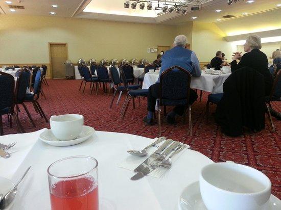 Cedar Court Hotel Wakefield: Breakfast in a function room?