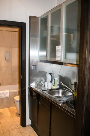 The Levante Laudon: The kitchen - note the dishwasher doesn't open easily as it is wedged by the door