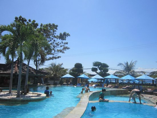 Hotel Vila Ombak: pool area