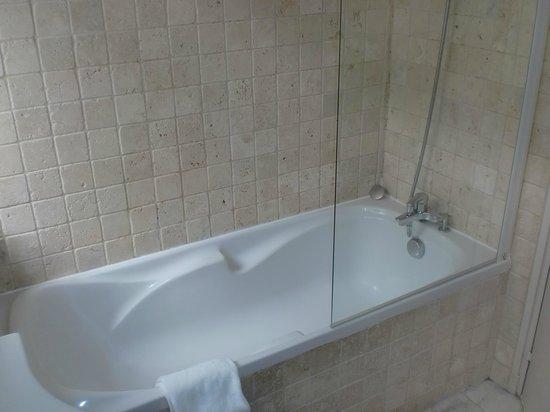 BridgeStreet Champs Elysees -  Berri: Bathroom