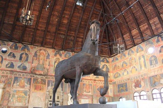 Palazzo della Ragione : Giant wooden horse