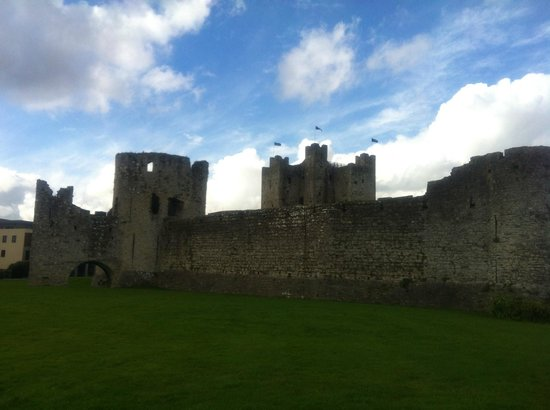 Beautiful Meath Tours: The very impressive Trim Castle in CO.MEATH