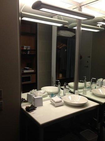 Aloft Las Colinas: bathroom