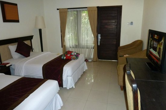 Adhi Jaya Hotel: Our deluxe room