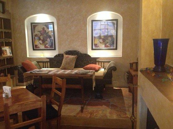 El Buen Cafe: Very Cozy and great staff.