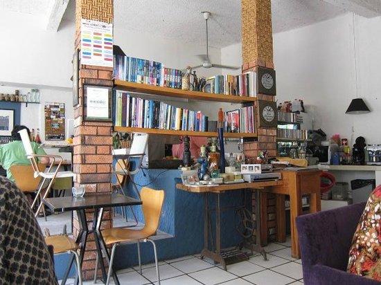 Mi Cafe: Homey interior
