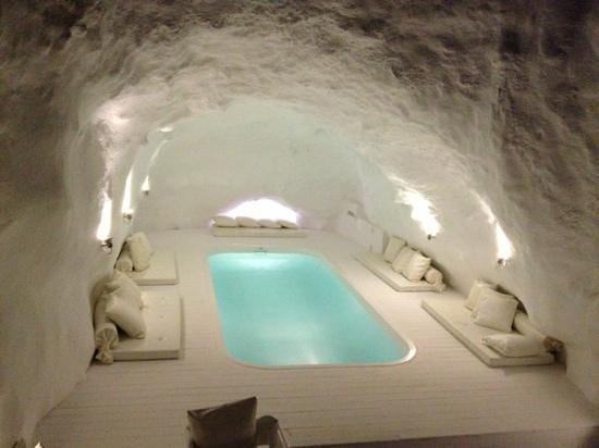 Katikies Hotel: cave pool at Night