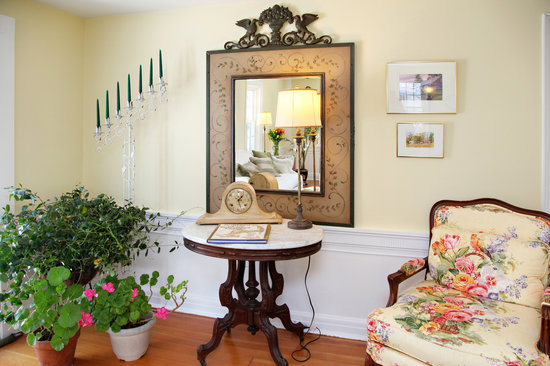 Yarmouth Port, MA: Living Room Sitting Area