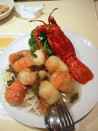 Koshoki Honkan: 伊勢海老のウーロン茶炒め。食べにくかったけどいいお味でした
