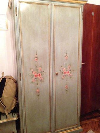 Hotel Serenissima: closet