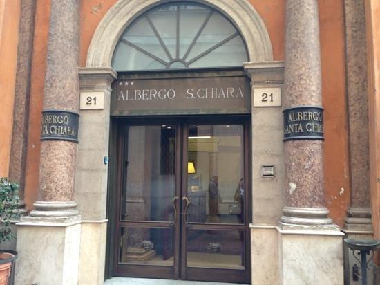 Albergo Santa Chiara: entrata albergo
