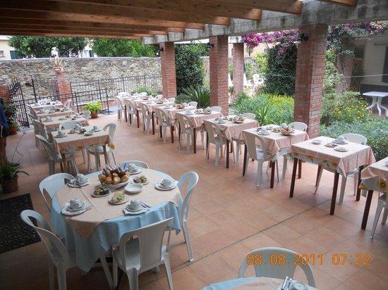 Albergo Villa Jolanda: terrazza colazione e cena
