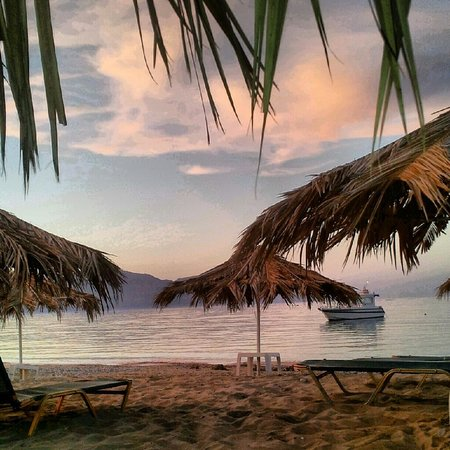 Sandy Beach Hotel: beach in the evening