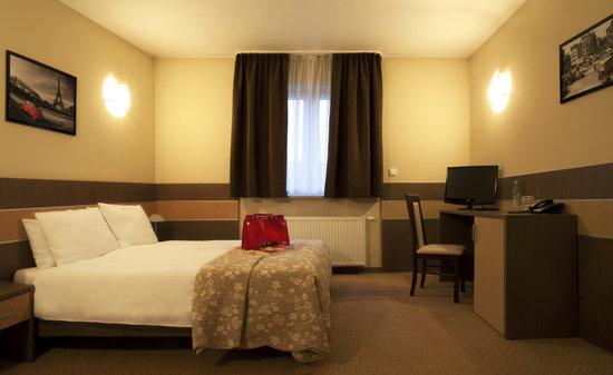 Hotel Sleep: Dbl Room
