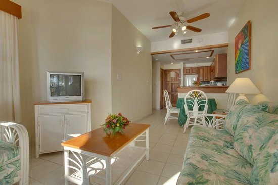 SunBreeze Suites: Dining Kitchen Area
