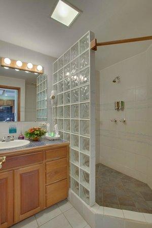 SunBreeze Suites: Bathroom