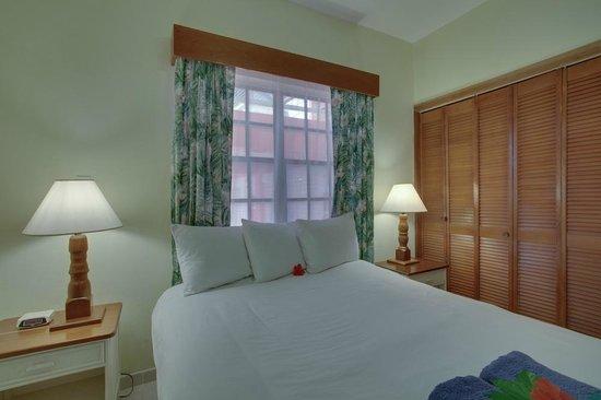 SunBreeze Suites: OF Queen Bed