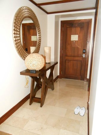 Real InterContinental Costa Rica at Multiplaza Mall: entry to my room
