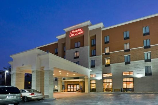Hampton Inn & Suites Cincinnati/Uptown-University Area: Hampton Inn & Suites ~ Uptown University (at night)