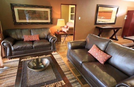 Ingudlane Lodge: Self Catering Chalets lounge area