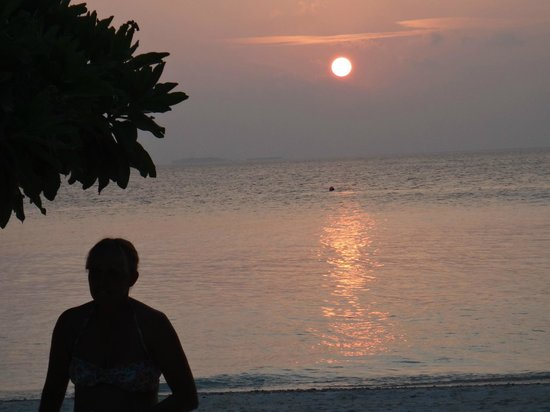 Vilamendhoo Island Resort & Spa: sunset bar