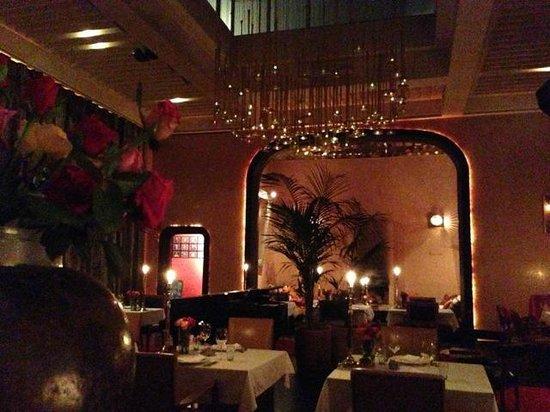 El Fenn Cocktail Bar & Restaurant : View of restaurant from fireplace