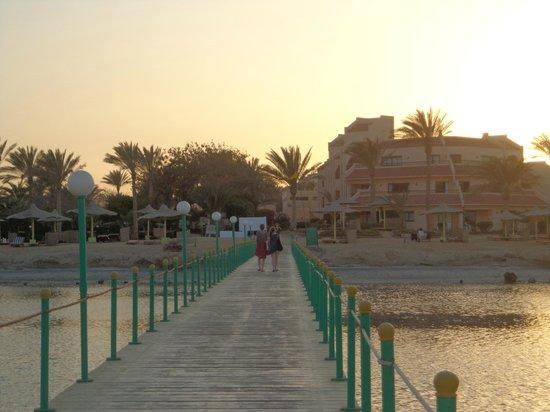 Flamenco Beach and Resort: pontile