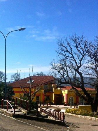 Albano di Lucania, Italy: Ristorante Fontanili (DS Point). Veduta dall'esterno.