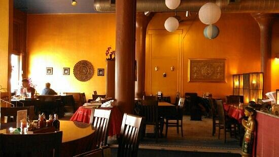 Basil Spice Thai: The dining room at a slow hour. Great decor!