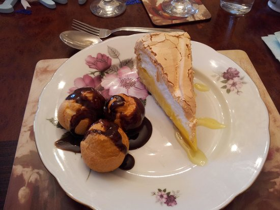 Lilly's Tea Room: pudding club!