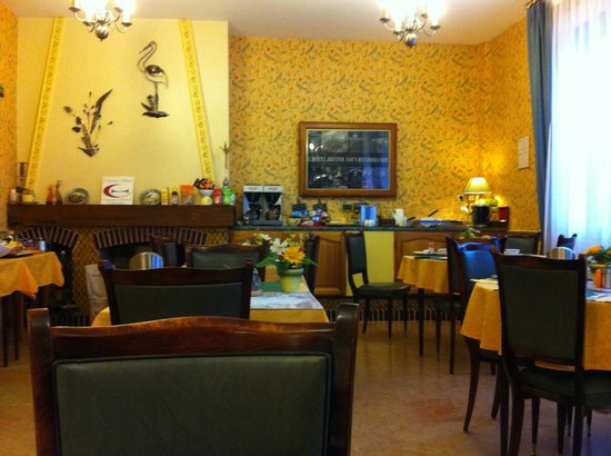 Hotel Bristol: Salle petits déjeuners