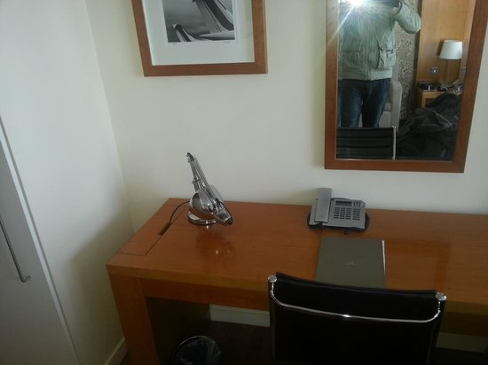 Apex City Quay Hotel & Spa: Desk Area