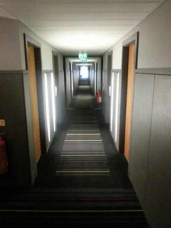 Apex City Quay Hotel & Spa: Corridor leading to room