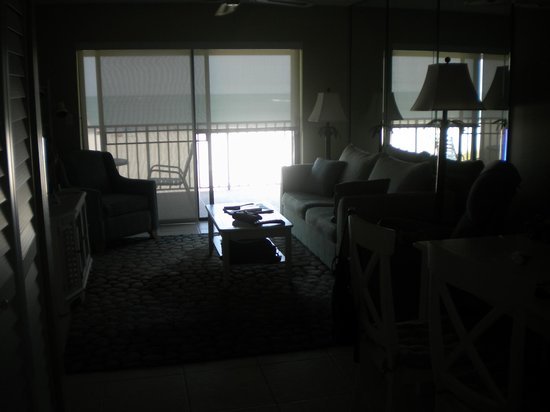 Gulf Beach Resort: Living Room to Balcony