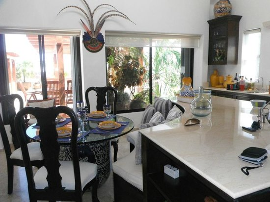 Royal Palms Condominiums: Kitchen with eating area
