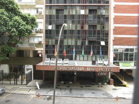 Ibis Copacabana Posto 2: Aussicht auf die Strasse