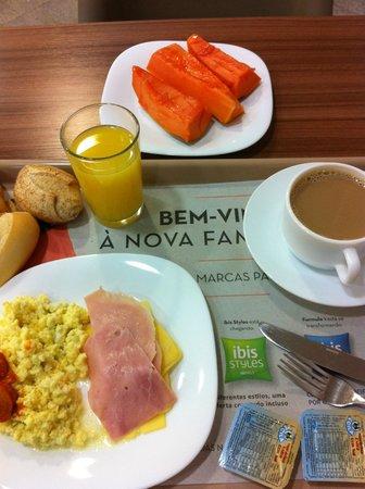 Ibis Copacabana Posto 2: Frühstück