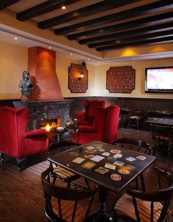 The Queen Vic: Fireplace