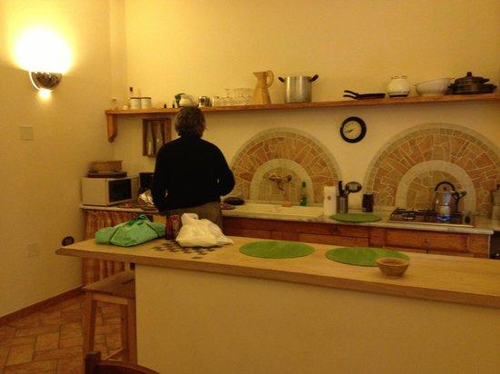 B&B La Gradiva: Ricardo preparing breakfast