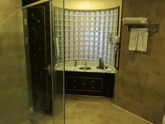 Koryo Hotel: bathroom