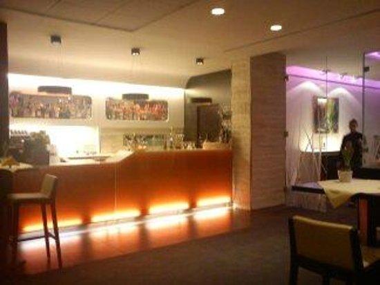 Arli Hotel: Hotel Arli bar area