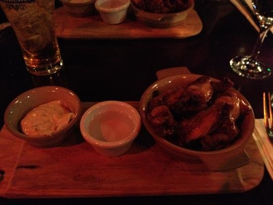 The Central Bar and Restaurant: yummy chicken wings