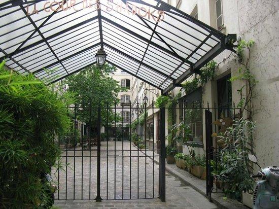 Classics Hotel Bastille : Rue Charonne