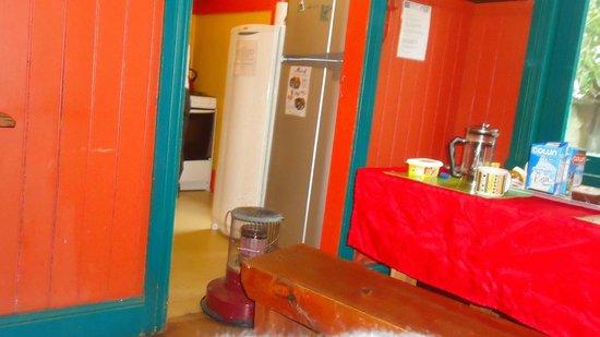 Hostal Margouya Patagonia: Parte da cozinha