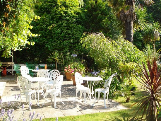Foxhills of Shanklin: Patio and Top Garden