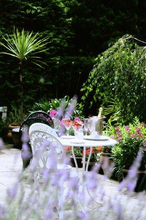 Foxhills of Shanklin: Patio and Top Garden