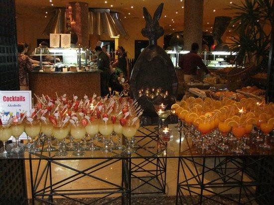 Hilton Hurghada Resort: Cocktail Empfang abends im Pebbles Restaurant