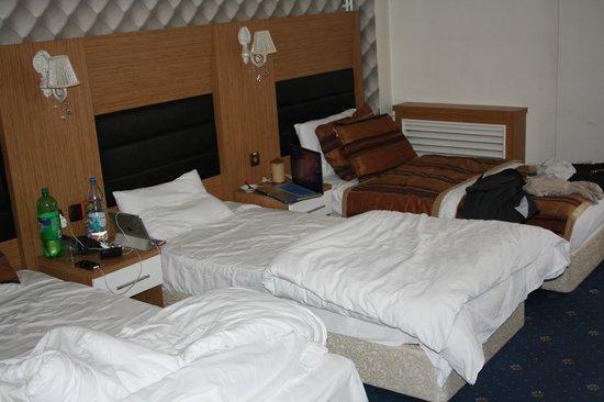 Tanik Hotel: beds in room